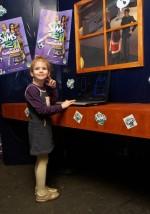 Lola a színpadon, a Sims 2 az előcsarnokban hódított