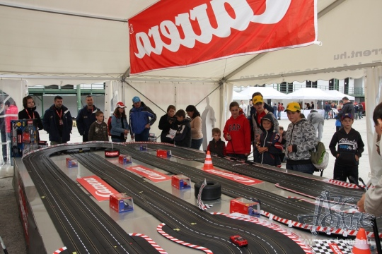 Kipróbáltunk egy Carrera DIGITAL versenypályát