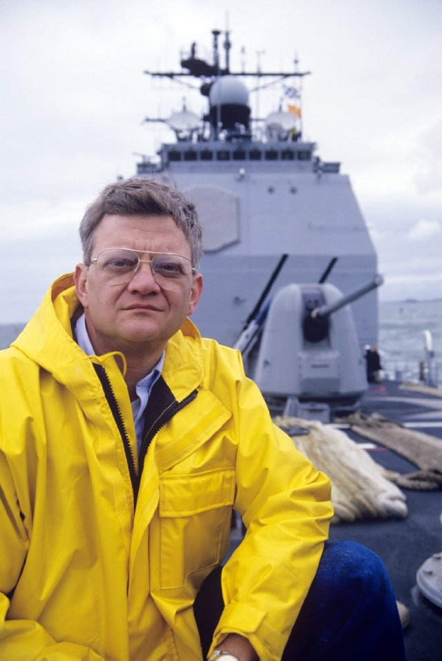 Elhunyt Tom Clancy