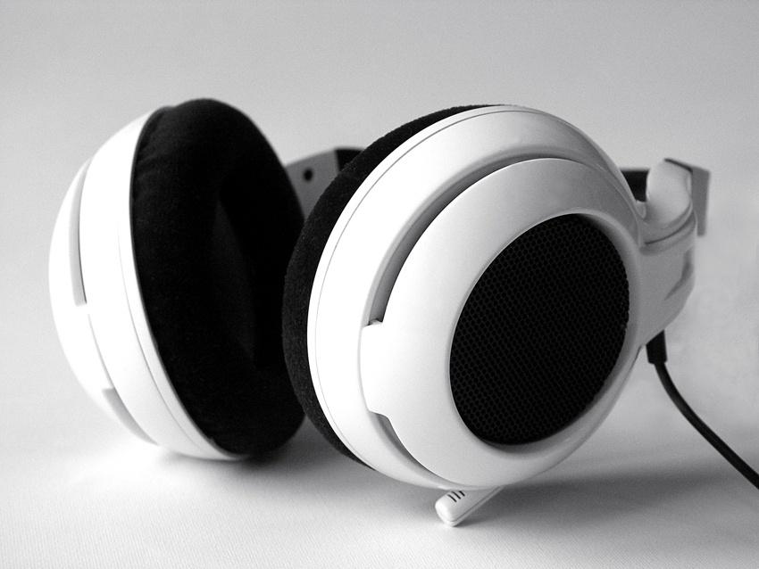 Nyakpántos headset a SteelSeriestől