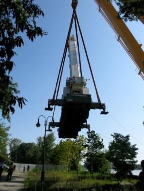72 tonnás daru érkezett a Szigetre