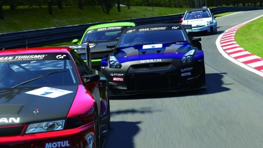 Virtuális autóverseny a valódi vezetésért